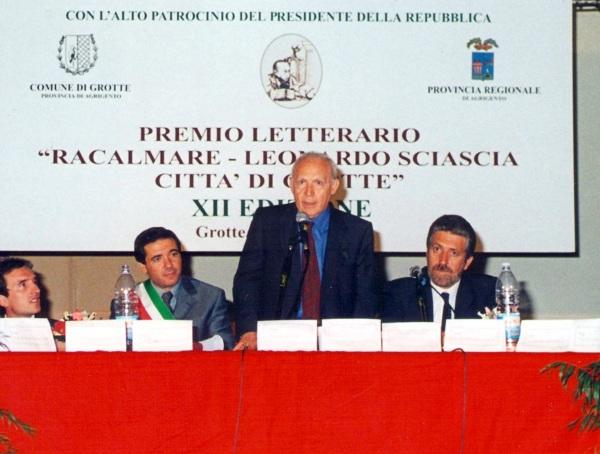 vincenzo-consolo-presiede-premio-racalmare-1999